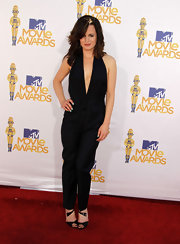 Elizabeth looked fresh and sophisticated in a tuxedo-inspired jumpsuit with a plunging neckline and sexy open back.