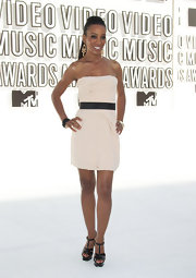 Shaun Robinson sizzled at the 2010 MTV Movie Awards in statuesque black patent Tribtoo sandals.