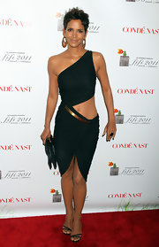 Halle Berry finished off her daring red carpet look with a black satin clutch.
