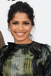 Frieda Pinto teamed metallic green frock with shimmering green shadow.