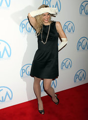Lori donned white elbow length gloves with an LBD at the Producers Guild Awards.