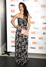 During the Toronto Film Festival, a glammed up Rachel Weisz hit the premiere of Deep Blue Sea in a floor-sweeping black-and-white Jason Wu gown. Featuring a ruched-bodice, the floral print Spring 2012 selection was the perfect choice for the glowing newlywed.