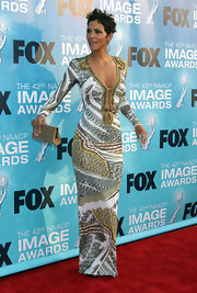 Halle Berry paired her exotic cutout dress with a gold woven clutch at the NAACP Image Awards.