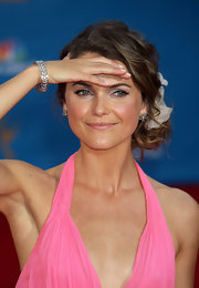 Keri Russell accessorized with a beautiful silver bracelet at the Emmy Awards.
