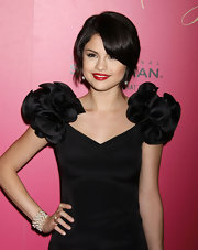 Selena dons a simple pearl cuff bracelet with her ruffly LBD at the Hollywood Style Awards.