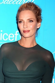 Uma Thurman wore her hair in an effortlessly chic updo at the 7th Annual UNICEF Snowflake Ball.