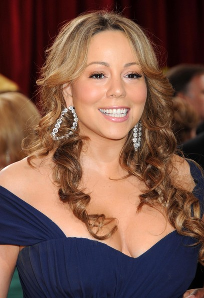 Mariah swept on pale pink lipstick, which enhanced her pearly whites.
