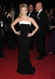 Reese channeled retro glamour in a strapless black and white evening gown with a curve-hugging silhouette.