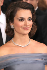 Penelope Cruz attended the 2012 Academy Awards wearing a pear-shape diamond necklace featuring 56 shimmering carats along with a pair of diamond cluster earrings.