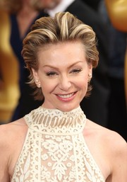 Portia de Rossi attended the 2014 Oscars wearing a brushed-back razor cut.