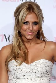 Cassie Scerbo showed off her half up half down 'do while hitting the red carpet at the Teen Vogue Young Hollywood party.