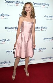 Calista Flockhart stuck to a feminine and flirty ballet pink A-line dress for her red carpet look.