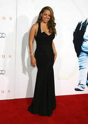 Mariah wears her long curls over her shoulder with this beautiful gown by Zac Posen.