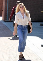 Amanda Michalka rounded out her laid-back look with a pair of cropped boyfriend jeans.