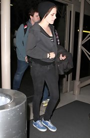 Kristen brightened her all black ensemble with blue canvas lace-up shoes.