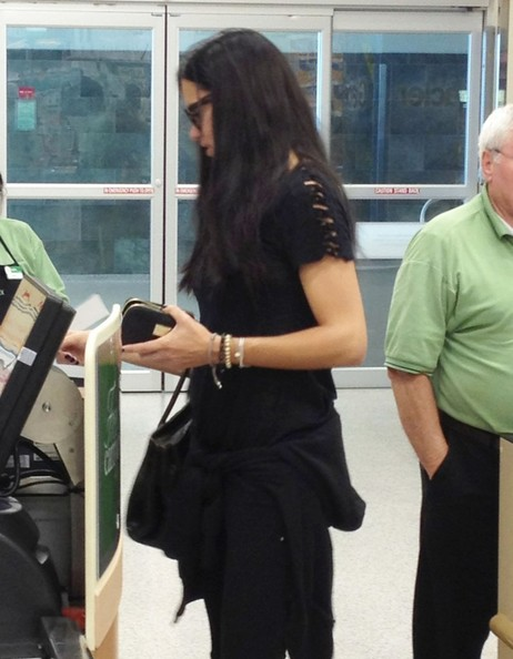 Adriana Lima Shops For Groceries