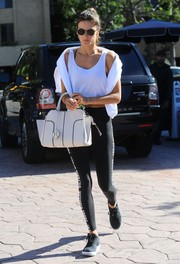 Alessandra Ambrosio styled her gym outfit with a white leather tote by Tod's.