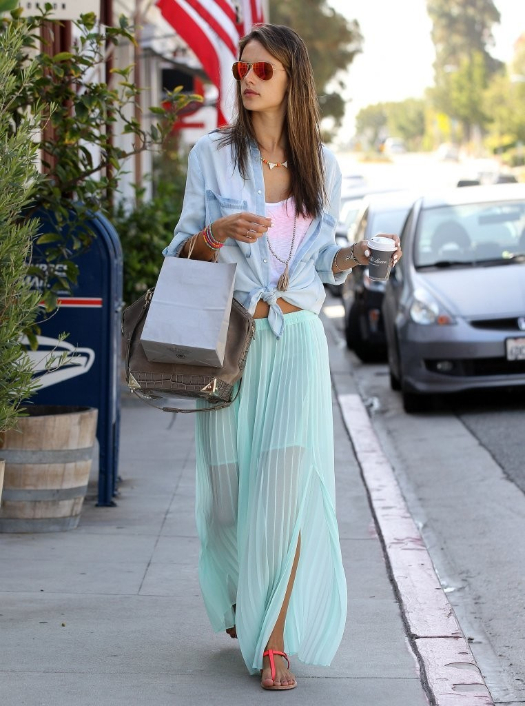 Alessandra Ambrosio Makes a Coffee Run