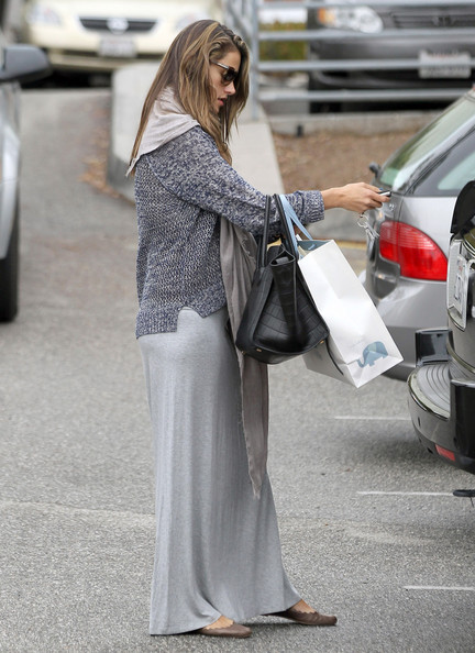 More Pics of Alessandra Ambrosio Long Skirt (1 of 14) - Long Skirt Lookbook - StyleBistro