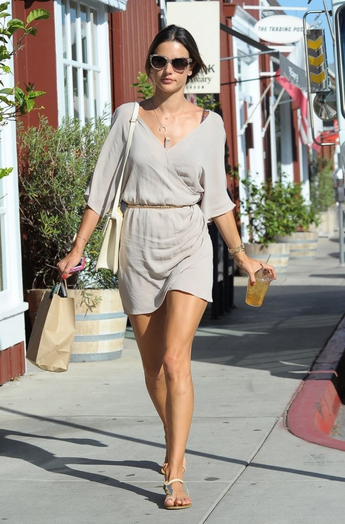 More Pics Of Alessandra Ambrosio Thong Sandals 1 Of 18