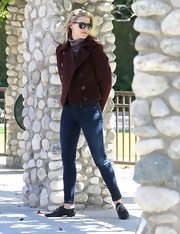 Ali Larter paired classic skinny jeans with this burgundy pea coat for a super preppy and classic look.