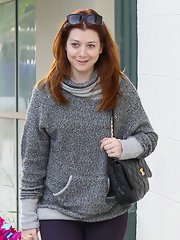 Alyson Hannigan looked cool and casual in this gray hoodie.