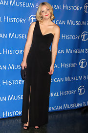 Abby Elliot looked sweetly modern in a one-shoulder black velvet dress at the Natural History's Museum Gala.