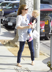 Amy Adams looked relaxed in a sheer embroidered peasant blouse and skinny jeans.
