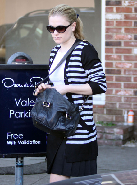 Anna Paquin carried a black leather messenger back with silver buckles.