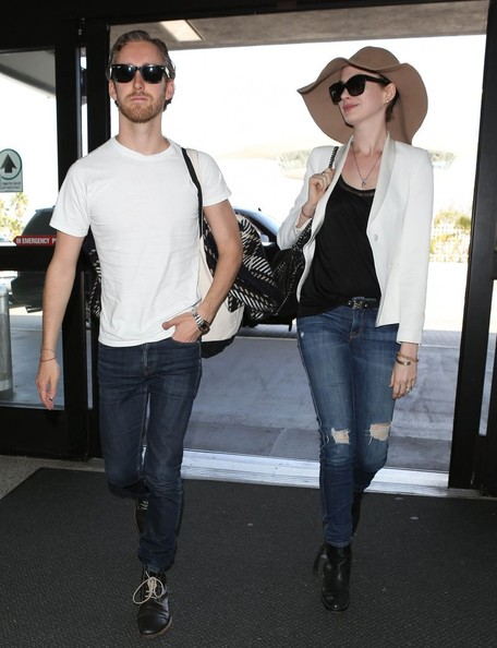 More Pics of Anne Hathaway Ripped Jeans (3 of 10) - Anne Hathaway Lookbook - StyleBistro