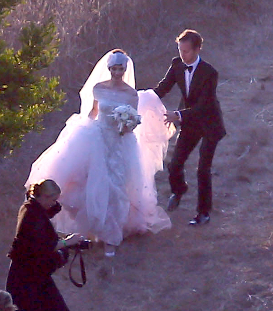 Anne Hathaway Gown: More Pics Of Anne Hathaway Wedding Dress (8 Of 52