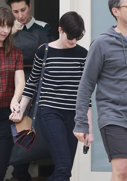 Anne Hathaway Leaves a Singing Class