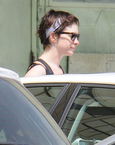 Anne Hathaway Leaving the Gym