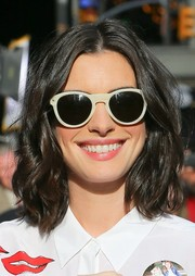 Anne Hathaway appeared on 'Good Morning America' wearing a sweet wavy hairstyle.