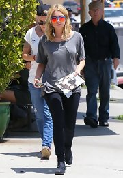 Ashley stuck to a casual basic with a pair of dark-wash skinny jeans.