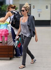Ashley wore casual flip flops with her workout attire at the gym.