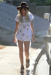 Ashley nailed the boho hippie look with this cool cutout tee.
