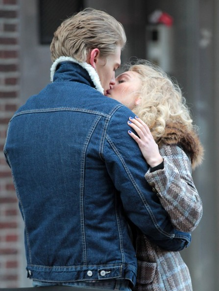 Stars Film 'The Carrie Diaries'