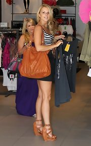 The reality star toted a slouchy, oversized, leather bag.