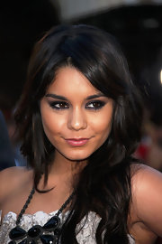 Vanessa Hudgens sizzled in dramatic smoky eye makeup in purple shades.