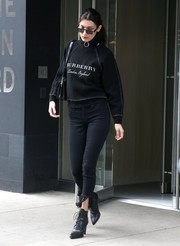Bella Hadid completed her casual-chic outfit with a pair of fringe-hem capri jeans by Blank NYC.