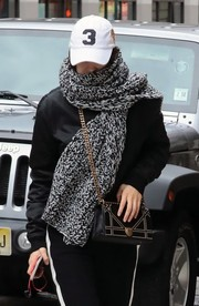 Bella Hadid geared up for cold New York weather with a thick knit scarf by Iris von Arnim.