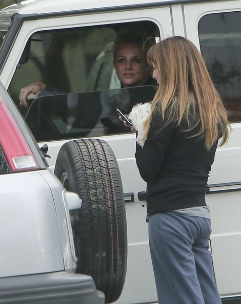 Britney Spears Drives an Assistant to Get Her Coffee