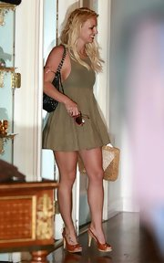 Britney Spears paired her casual tank dress with tan slingback pumps.