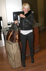 Cameron Diaz stayed true to her tough chic outfit with a pair of black skinny jeans and ankle boots.