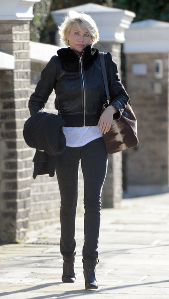 Cameron topped off her ensemble with black leather ankle boots.
