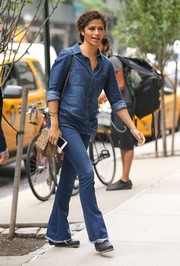 Camila Alves wasn't afraid to do denim-on-denim. She teamed her shirt with a pair of flare jeans.