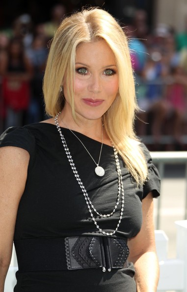 Christina Applegate showed off her long straight locks while hitting the 'Cats & Dogs' premiere.