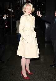 Katherine Heigl was classic and stylish in a beige trenchcoat while headed to 'Good Morning America.'