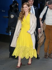 Amy Adams looked radiant in a canary-yellow lace-hem shirtdress by Lela Rose during her appearance on 'Good Morning America.'